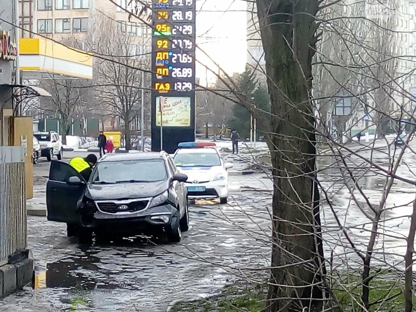 ДТП в Кропивницком: кроссовер сбил дорожный знак. ФОТО, фото-4