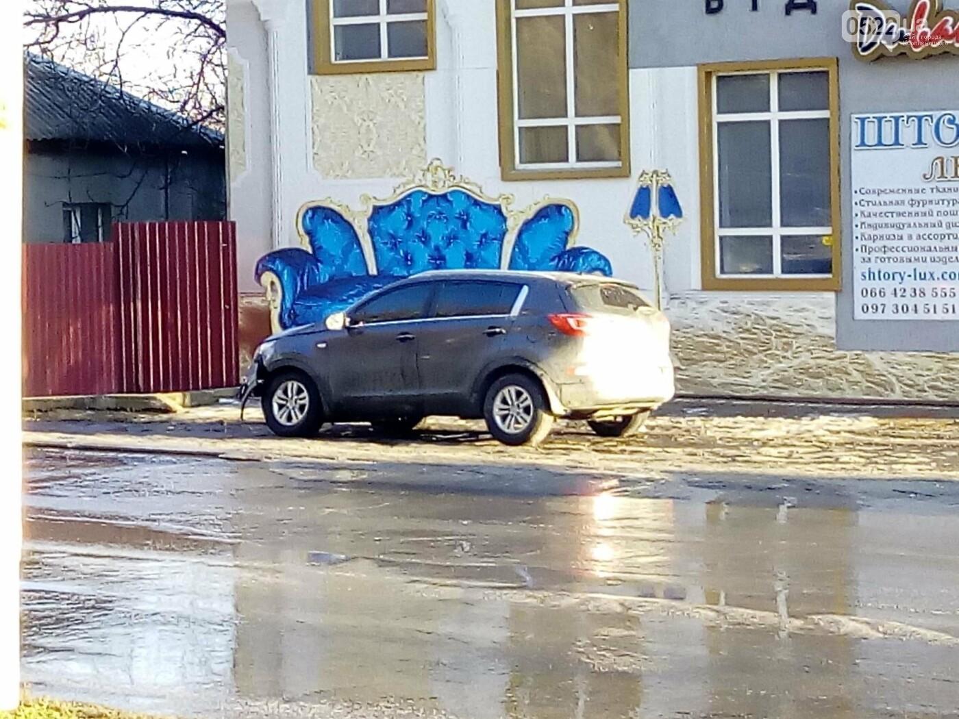 ДТП в Кропивницком: кроссовер сбил дорожный знак. ФОТО, фото-1