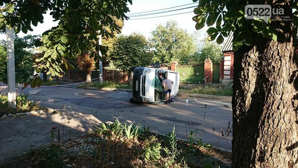 ДТП: В Олександрії рятувальники діставали двох людей із понівеченої автівки, фото-1