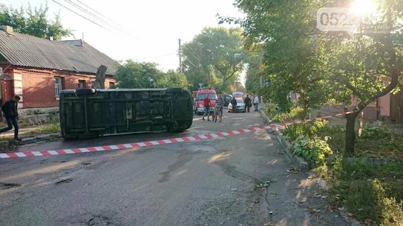 ДТП: В Олександрії рятувальники діставали двох людей із понівеченої автівки, фото-2