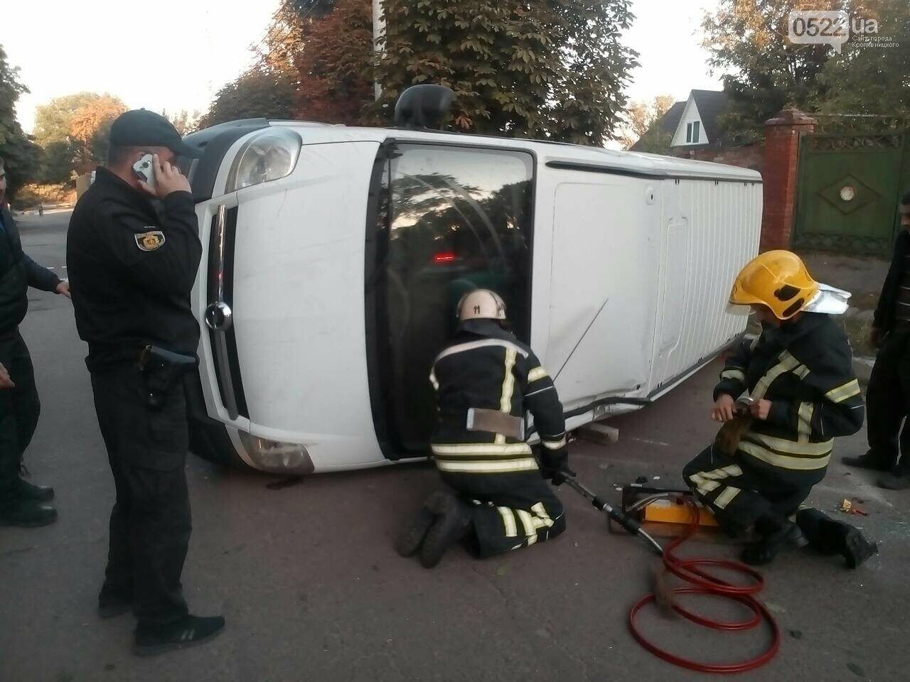 ДТП: В Олександрії рятувальники діставали двох людей із понівеченої автівки, фото-3