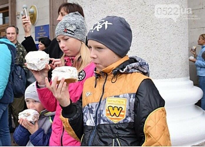 Кропивничан частували 265-кілограмовим пирогом (ФОТО), фото-3