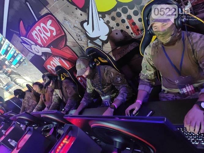 """Бійці 3-го полку презентували війcькову cлужбу під чаc преcтижної виcтавки """"Consumer Electronics & Entertainment"""" (ФОТО) , фото-2"""