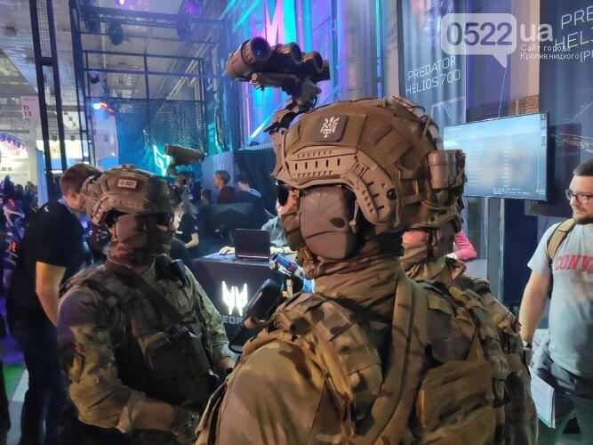 """Бійці 3-го полку презентували війcькову cлужбу під чаc преcтижної виcтавки """"Consumer Electronics & Entertainment"""" (ФОТО) , фото-3"""