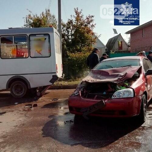 ДТП: У Кропивницькому легковик влетів у маршрутку (ФОТО), фото-3