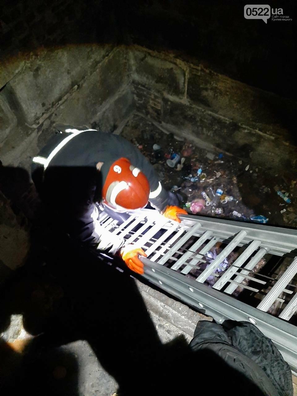 У Кропивницькому рятувальники діставали чоловіка з триметрової ями, фото-1