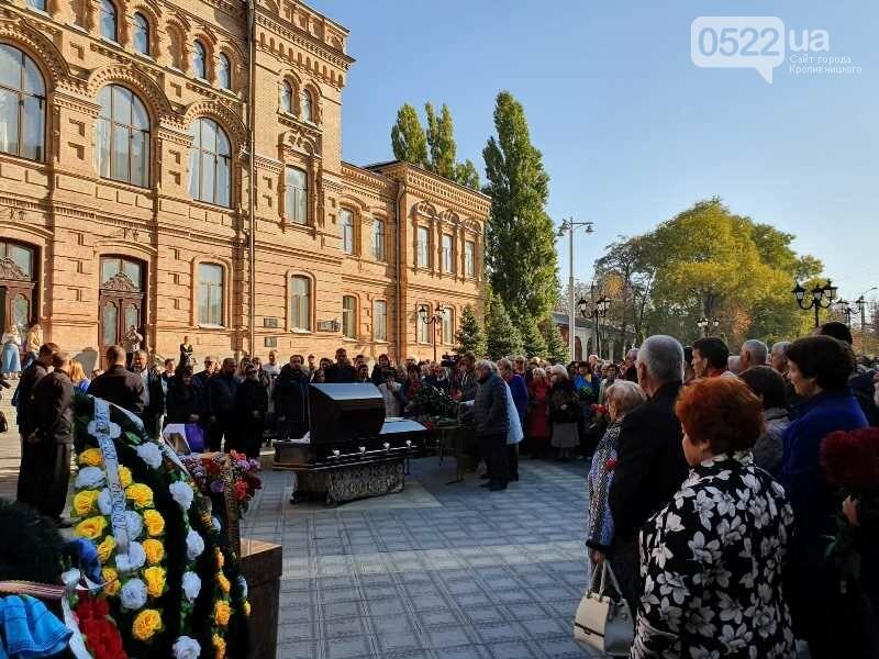 Кропивницький провів в останню путь видатного письменника України, фото-3