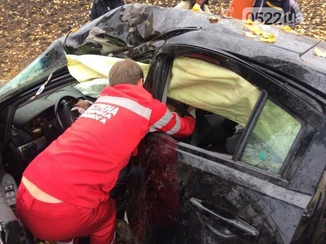 У Гайворонському районі сталася ДТП: водія та пасажирку забрала швидка (ФОТО), фото-1