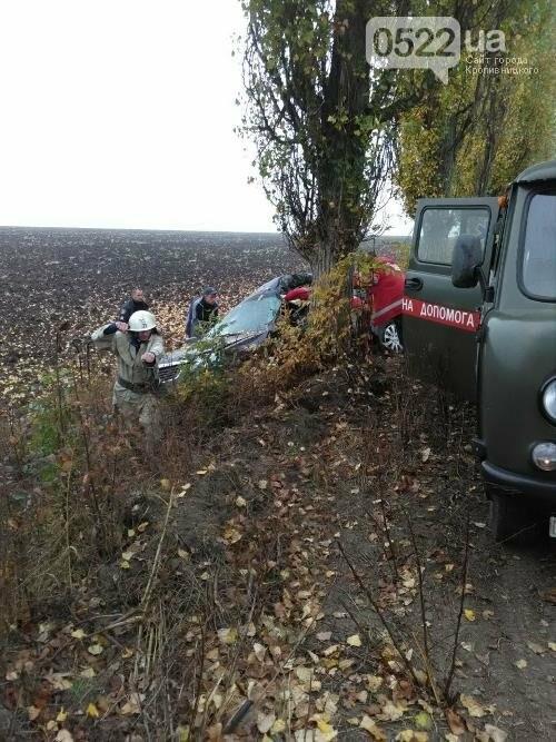 У Гайворонському районі сталася ДТП: водія та пасажирку забрала швидка (ФОТО), фото-2