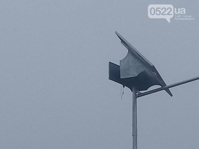 Кіровоградщина: поліція розшукує невідомих, які викрали лампу зовнішнього освітлення, фото-1