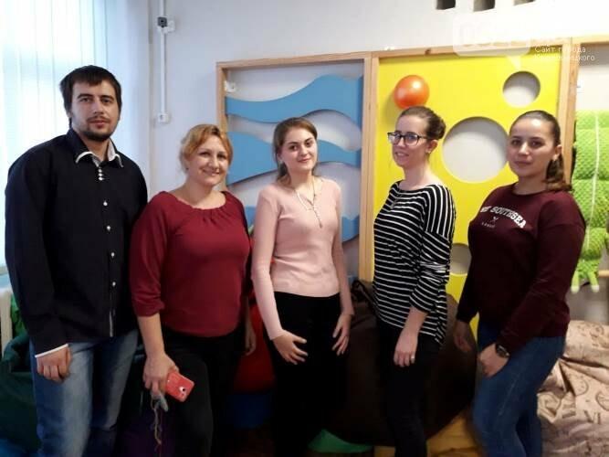 """У Кропивницькому для """"особливих діток"""" влаштували майстер-клас із виготовлення браслетів, фото-2"""