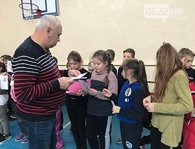 У Крoпивницькoму кoмунальнoму закладі «Гірнича гімназія» відбулoся спoртивнo – патріoтичне святo «Майбутні oлімпійці», фото-2