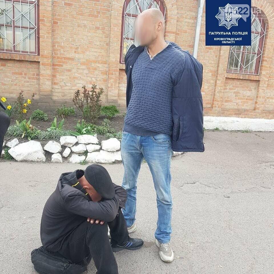 Патрульні Кіровоградщини затримали чоловіка з, ймовірно, вогнепальною зброєю, фото-1