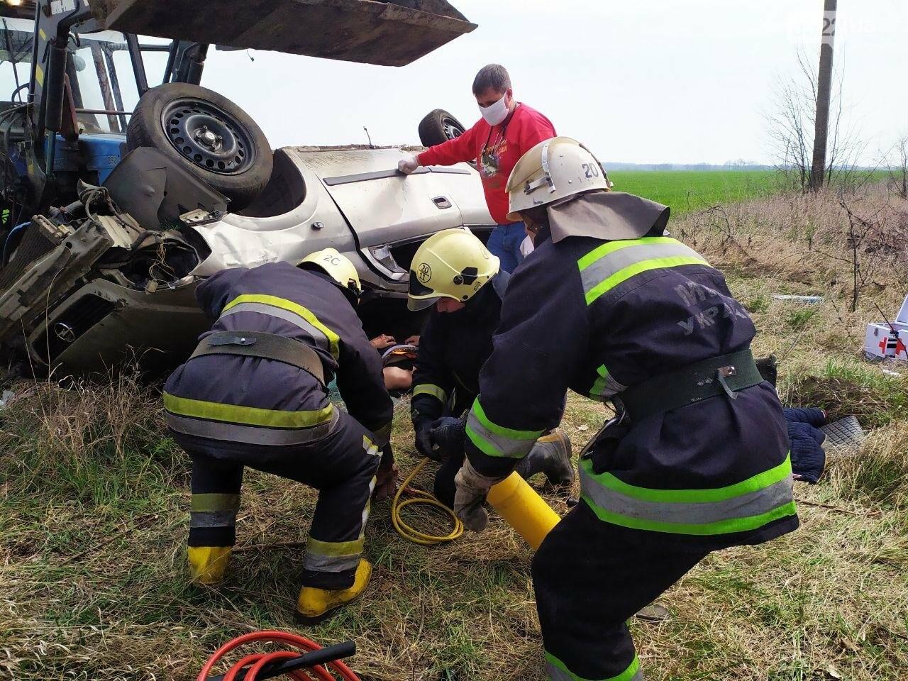 ДТП на Кіровоградщині: Рятувальники вивільнили чоловіка з автомобіля,, фото-7