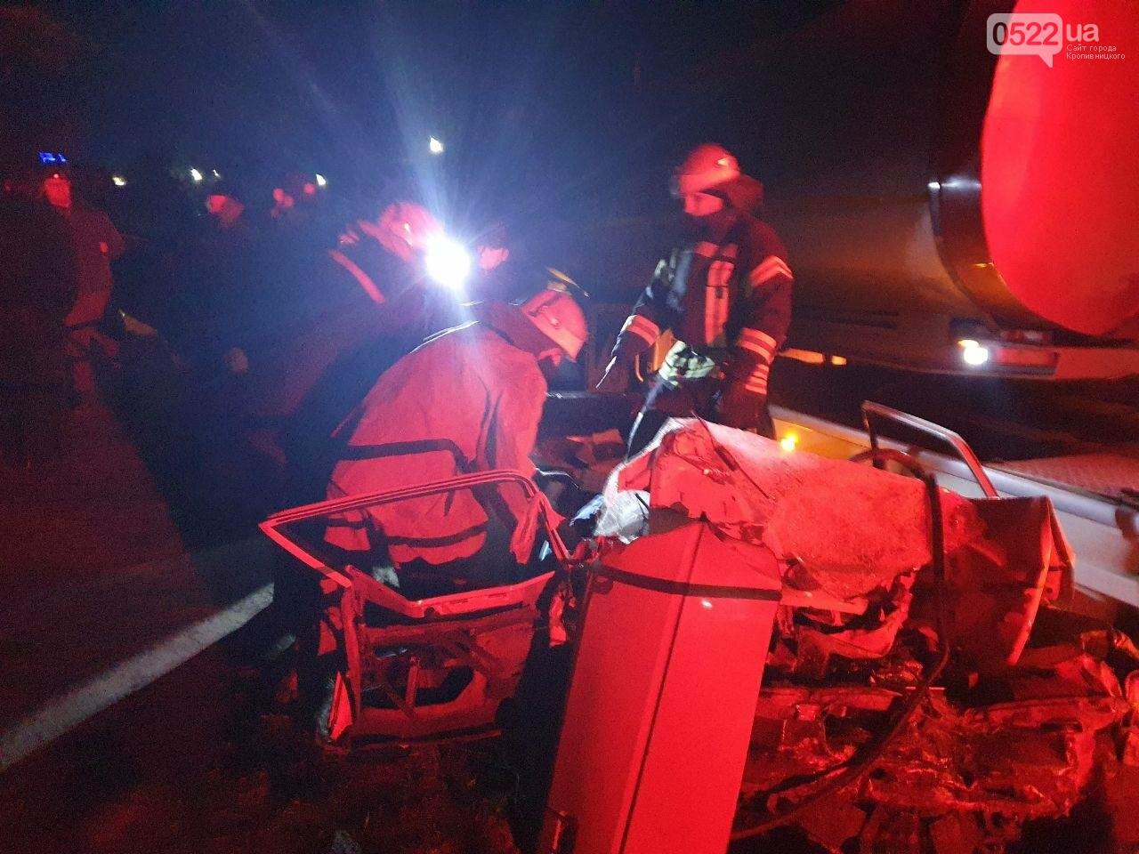ДТП на Кіровоградщині: У результаті зіткнення вантажівки та легковика загинули 4 людини, фото-1