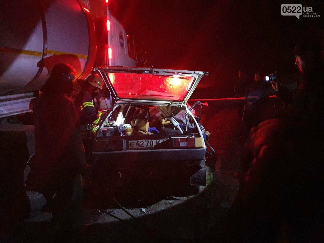 ДТП на Кіровоградщині: У результаті зіткнення вантажівки та легковика загинули 4 людини, фото-3