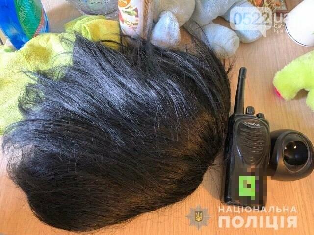 Копи Кіровоградщини затримали осіб, які відібрали у чоловіка майже мільйон доларів США, фото-4