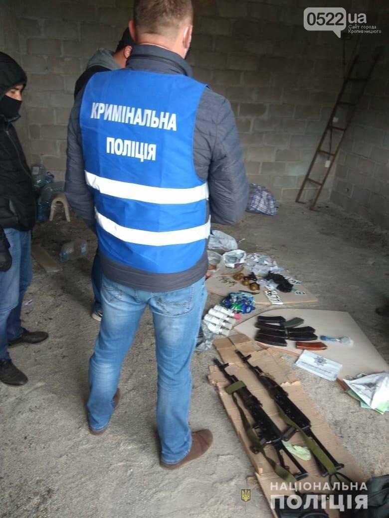 Копи Кіровоградщини затримали осіб, які відібрали у чоловіка майже мільйон доларів США, фото-6