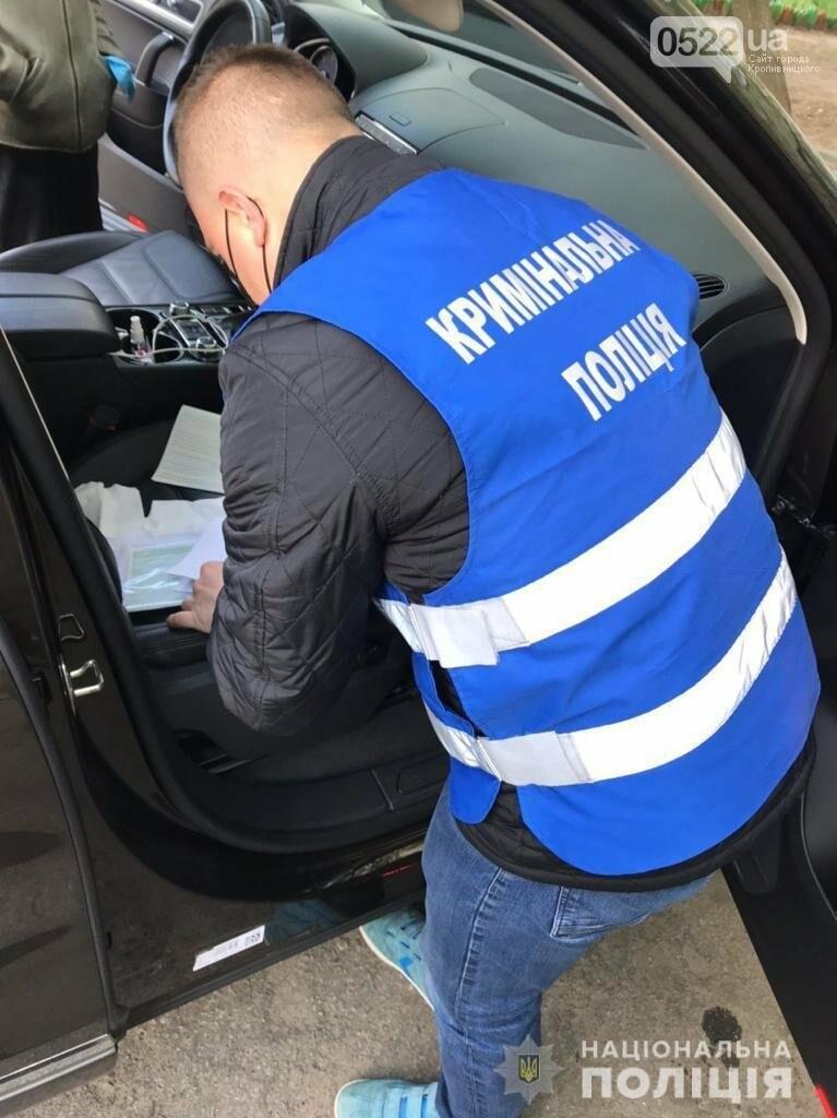 Копи Кіровоградщини затримали осіб, які відібрали у чоловіка майже мільйон доларів США, фото-7