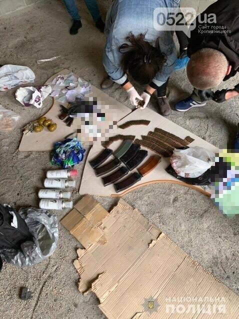 Копи Кіровоградщини затримали осіб, які відібрали у чоловіка майже мільйон доларів США, фото-8