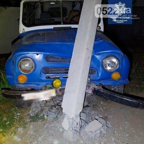 У Кропивницькому горе-керманич врізався в електроопору, фото-1