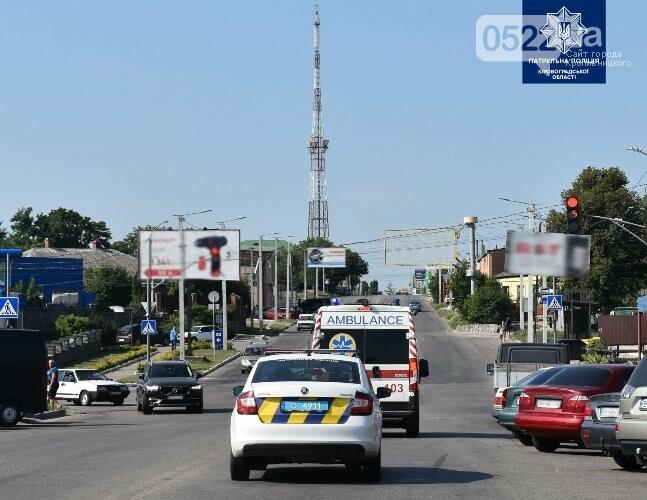"""""""Увага! Спецсигнал!"""": у Кропивницькому поліцейські нагадали містянам як важливо пропускати спецтранспорт, фото-1"""