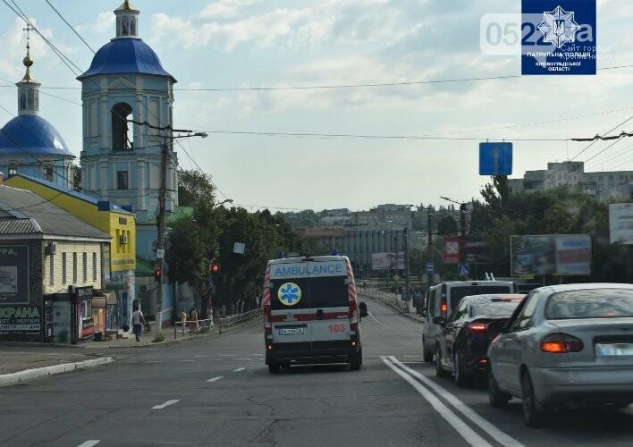 """""""Увага! Спецсигнал!"""": у Кропивницькому поліцейські нагадали містянам як важливо пропускати спецтранспорт, фото-2"""