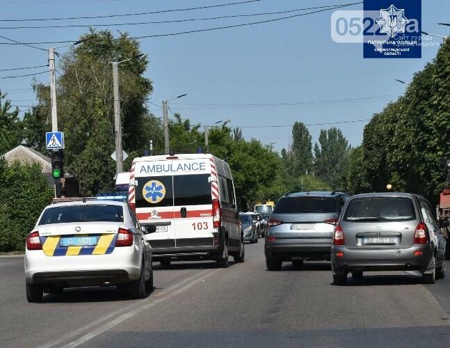 """""""Увага! Спецсигнал!"""": у Кропивницькому поліцейські нагадали містянам як важливо пропускати спецтранспорт, фото-3"""