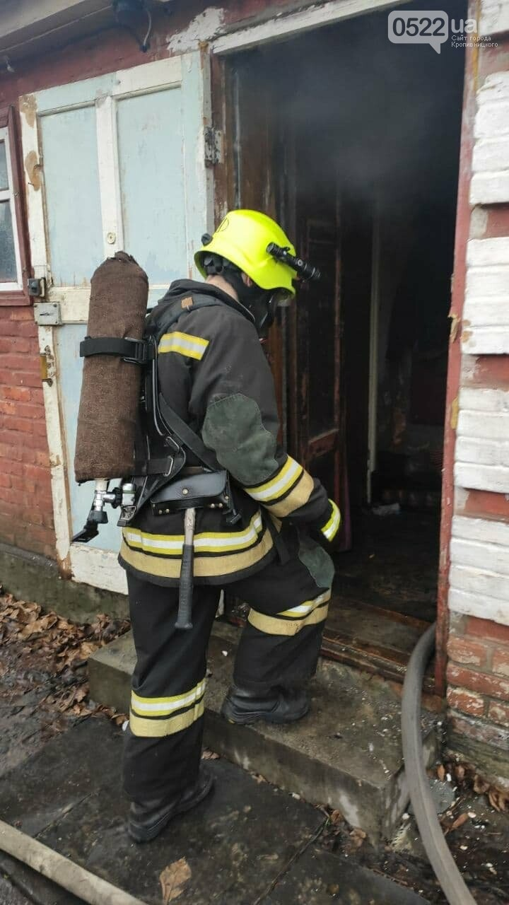 11 рятувальників під час гасіння пожежі виявили тіло власника будинку, фото-1