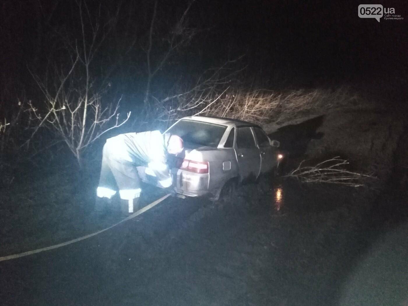 Водії потребують допомоги у скрутних ситуаціях - рятувальники виявились поруч, фото-1