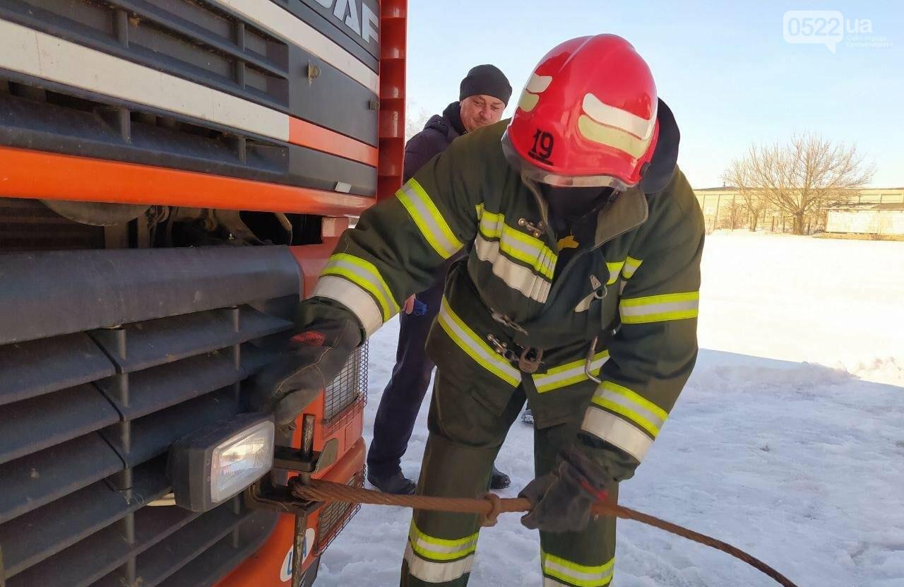 Рятувальники двічі надавали допомогу водіям у складних ситуаціях на дорозі, фото-1