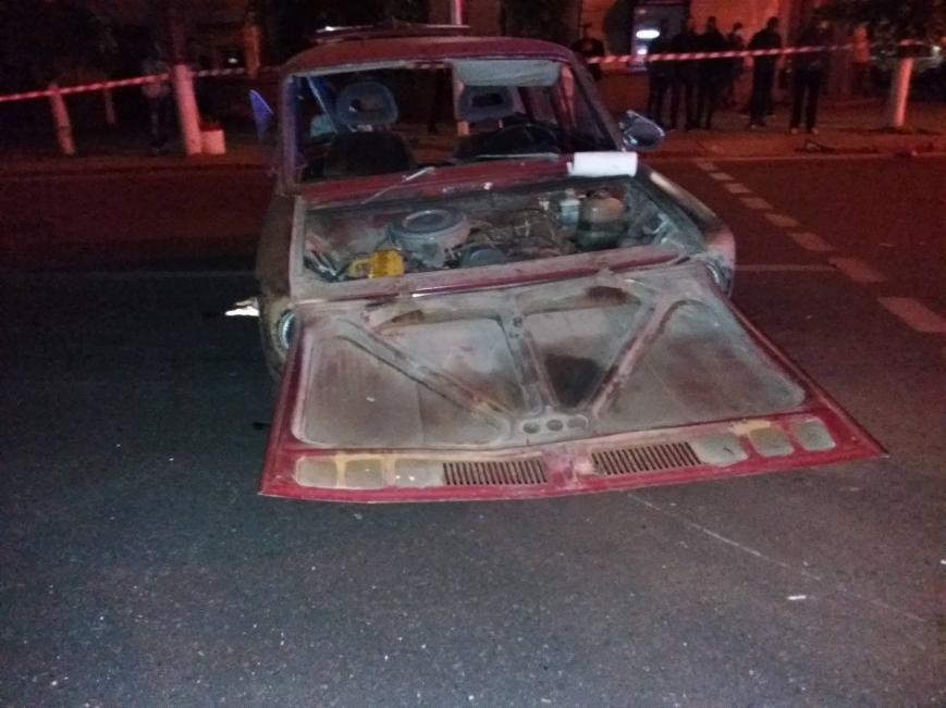ДТП в центре Кропивницкого: одна из машин перевернулась в воздухе, снесла дерево и упала на прохожего (ФОТО), фото-4