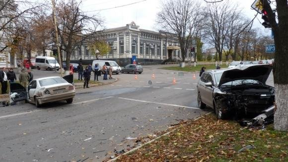 ДТП на Кировоградщине: водителя с места аварии увезла скорая.ФОТО, фото-1