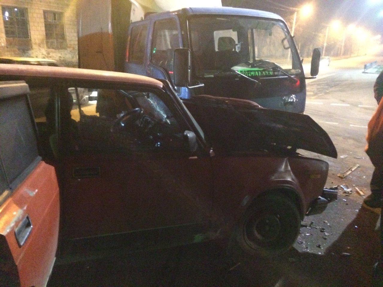 ДТП в Кропивницком: грузовик сильно помял легковушку. ФОТО, фото-1