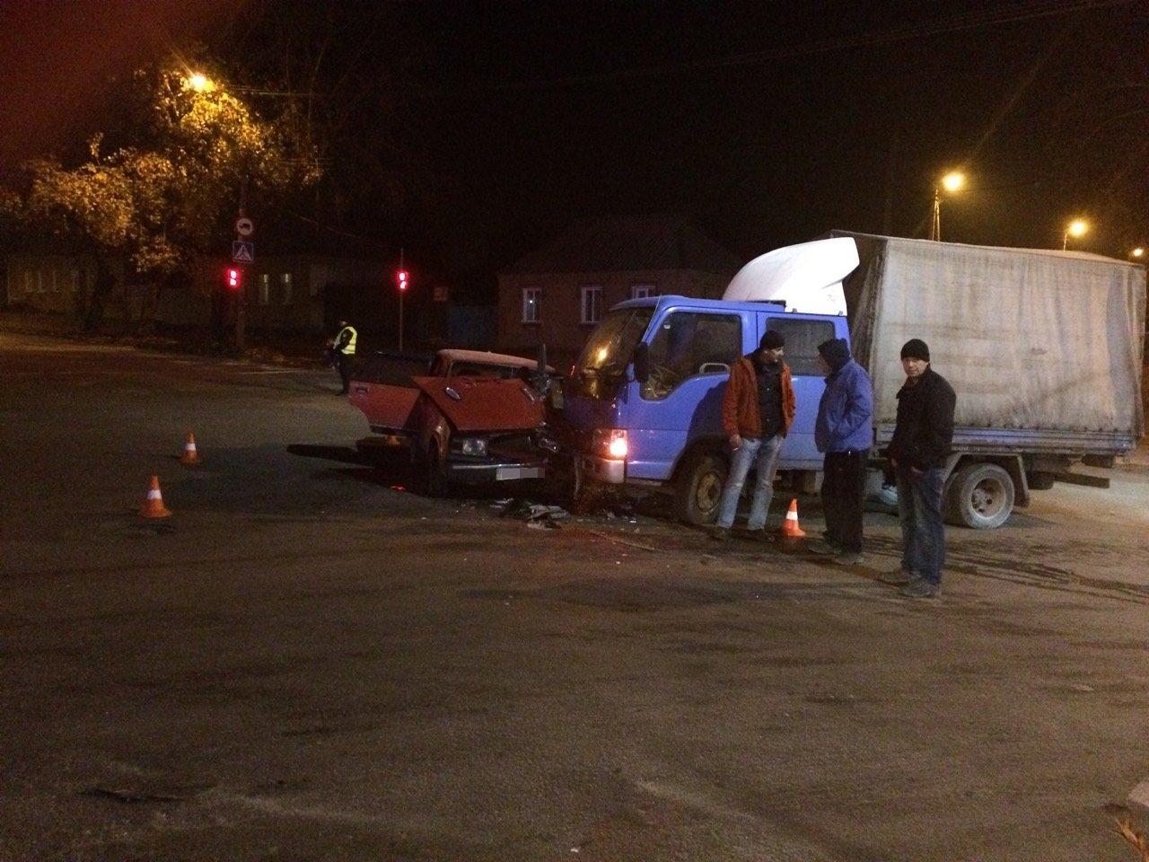 ДТП в Кропивницком: грузовик сильно помял легковушку. ФОТО, фото-2