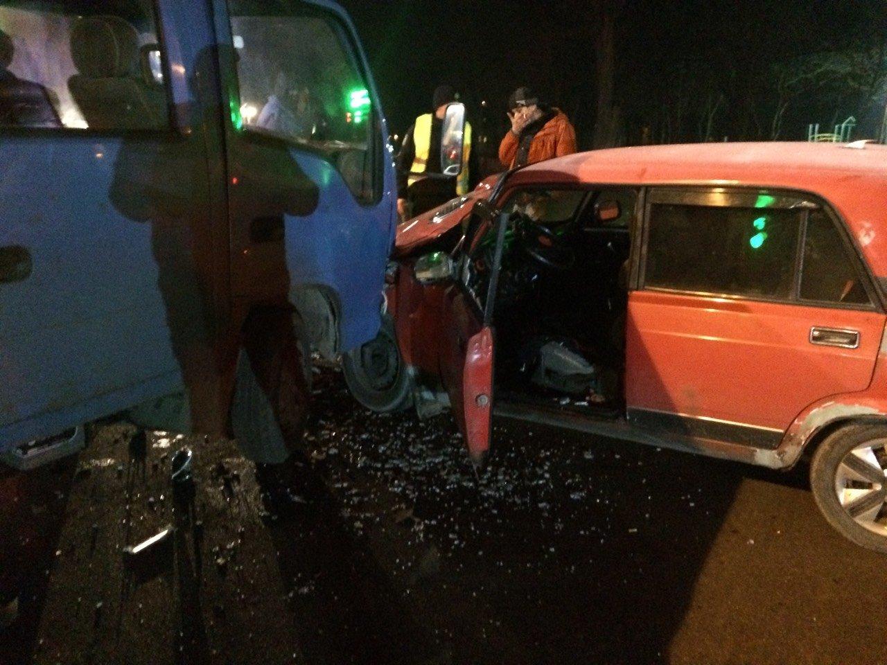 ДТП в Кропивницком: грузовик сильно помял легковушку. ФОТО, фото-3
