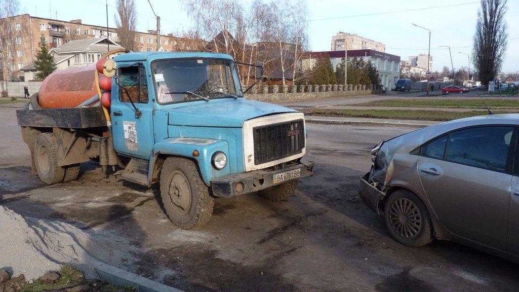 ДТП на Кировоградщине: ассенизаторская машина ударила иномарку. ФОТО, фото-4