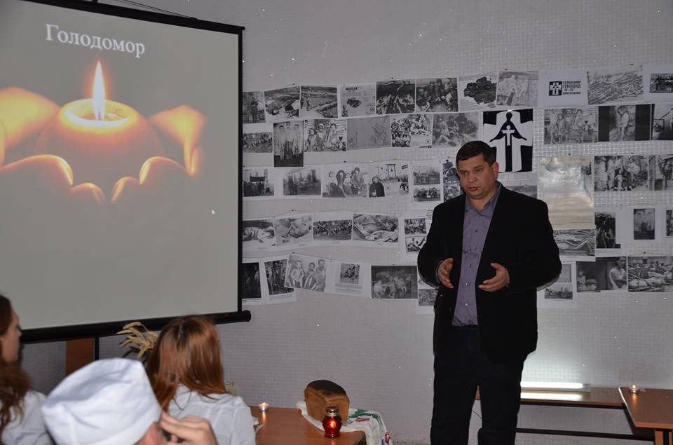 Кропивницькі студенти провели вечір-реквієм до Дня пам'яті жертв Голодомору. ФОТО, фото-4