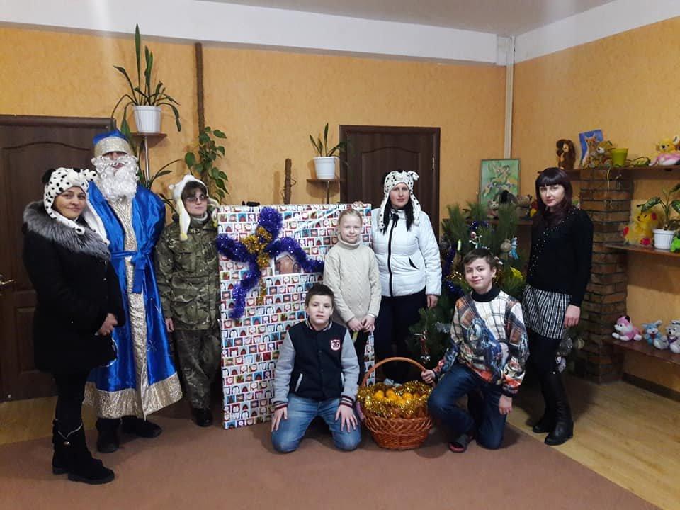 Лісівники подарували вихованцям дитячого будинку «Наш дім» новорічне деревце. ФОТО, фото-1