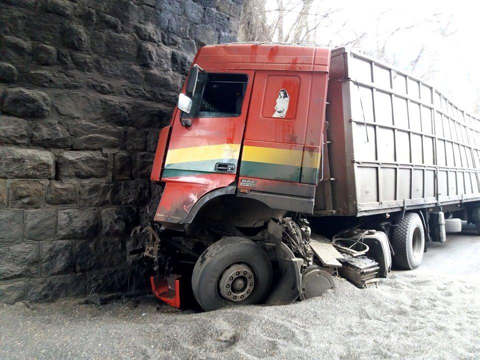 В Кропивницком произошло страшное ДТП: кабина грузовика превратилась в металлолом. ФОТО, фото-3