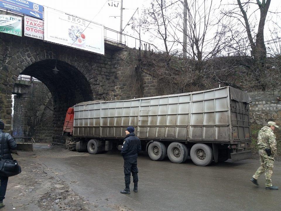 В Кропивницком произошло страшное ДТП: кабина грузовика превратилась в металлолом. ФОТО, фото-4