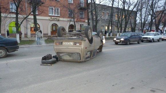 "ДТП на Кировоградщине ""Нива"" перевернулась на крышу. ФОТО, фото-1"