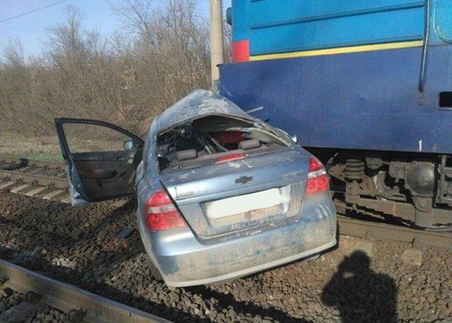 На Кіровоградщині легковик зіткнувся з локомотивом. Водій загинув, фото-1