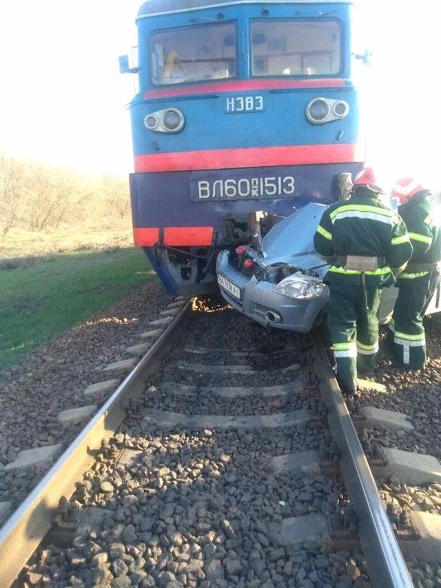 На Кіровоградщині легковик зіткнувся з локомотивом. Водій загинув, фото-2