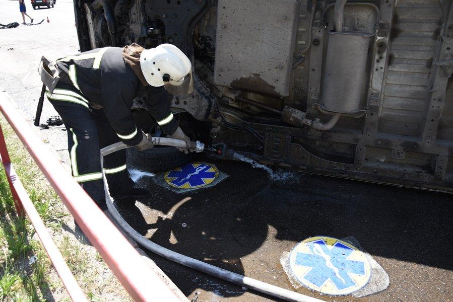 У Кропивницькому перевернувся автомобіль швидкої медичної допомоги (ФОТО), фото-1