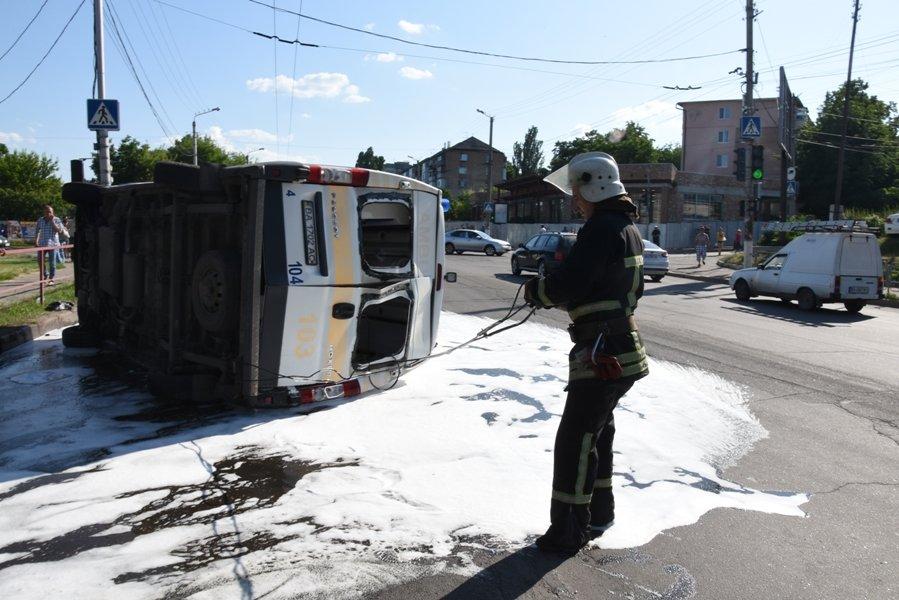 У Кропивницькому перевернувся автомобіль швидкої медичної допомоги (ФОТО), фото-2