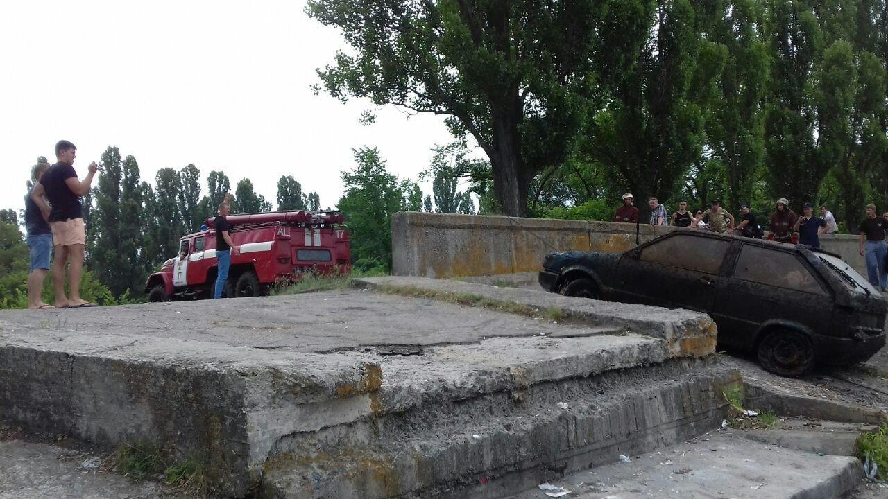 Кіровоградщина: рятувальники витягнули з водойми автомобіль, фото-1