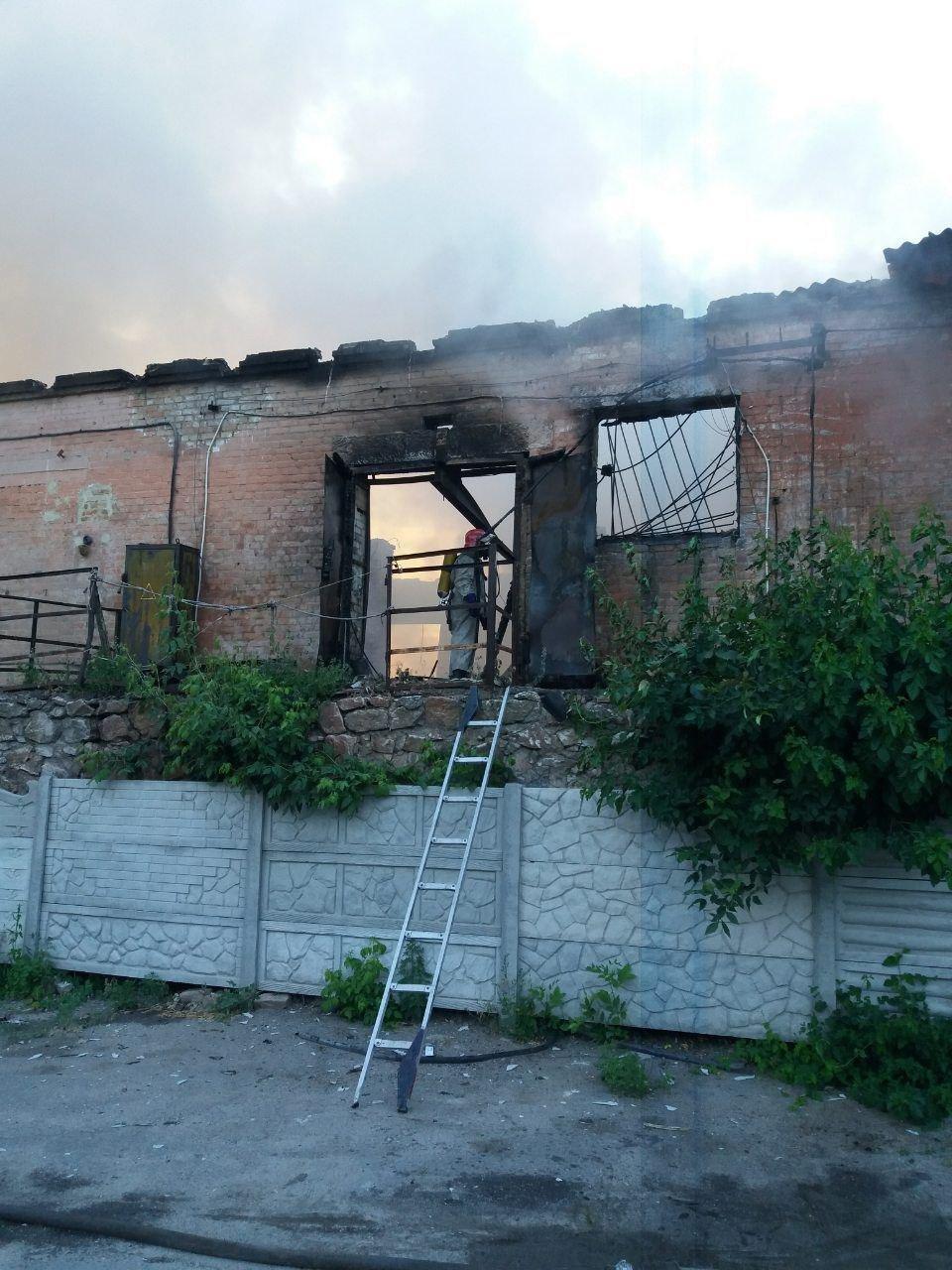 Кіровоградська область: вогнеборці загасили пожежу нежитлової будівлі (ФОТО), фото-2