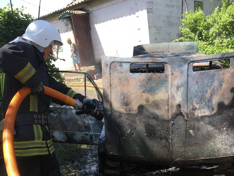 На Кіровоградщині вогнеборці приборкали 6 пожеж різного характеру, з них 3 – займання автівок (ФОТО), фото-2