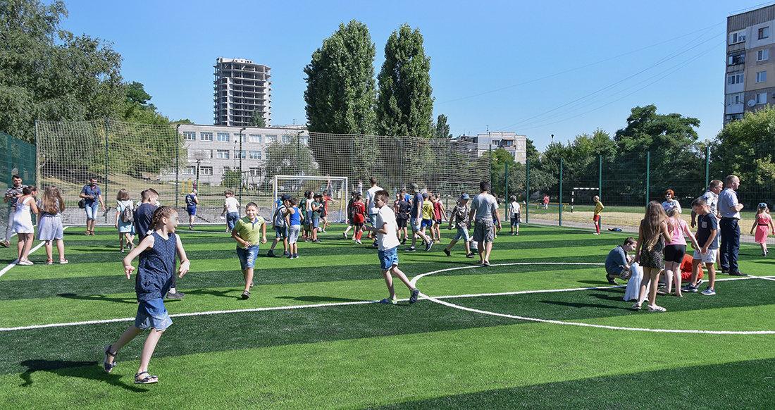 У місті Кропивницький на території НВО №16 відкрито нове міні-футбольне поле зі штучним покриттям (ФОТО), фото-2